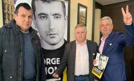 EXCLUSIV FOTO ! 3 Primari PNL au mers la Bucuresti, la 5 stele, să susţină un independent