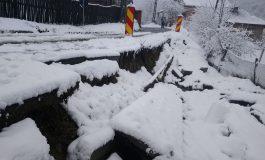 """Ghiţă se joacă de-a """"alba neagra"""" cu locuitorii de pe Valea Doamnei!"""
