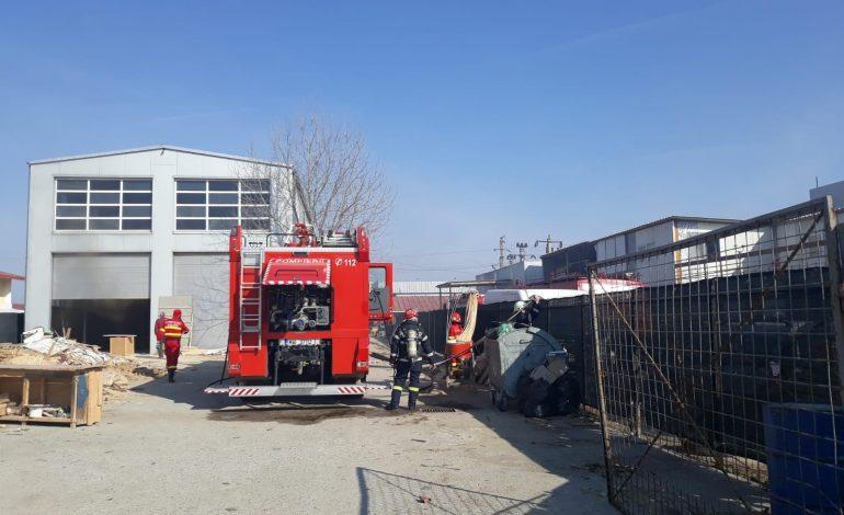 ACUM! Incendiu la o fabrică de prelucrare a lemnului din Argeș