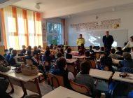 Poliţiştii argeşeni au mers la şcoală! Activități preventive şi de informare a elevilor