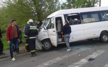ACUM! Accident in Argeş cu un microbuz si un autoturism