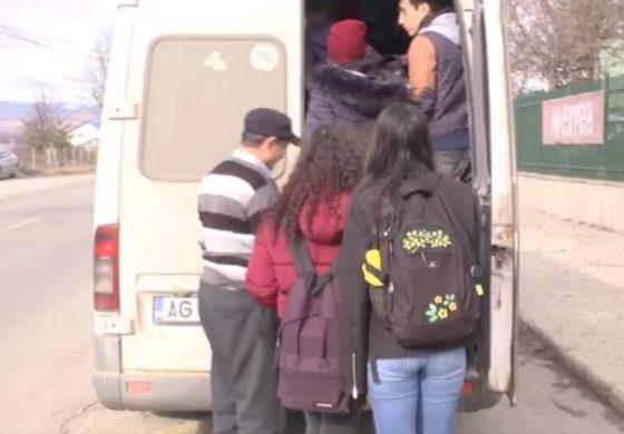 VIDEO ! IMAGINI INCREDIBILE cu elevi batjocoriți în microbuz - Călătorii, ca sclavii in orașul regal !