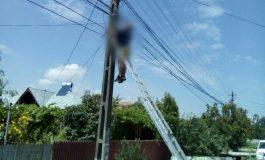ACUM ! Bărbat electrocutat pe stâlp, la Ciofrângeni