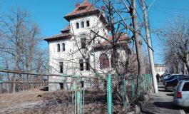 Clădire monument istoric devenită focar de infecție!