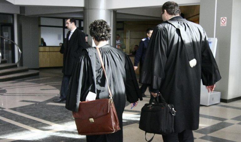 """Un argeșean """"pune la zid"""" doi avocați din Curtea de Argeș și le face face plangere penala"""