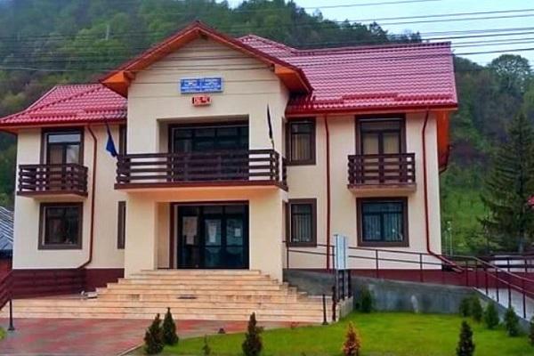 Școlile din comuna Cetățeni au toalete în interior, iar dispensarul din comună este unul modern