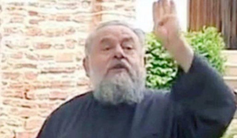 """VIDEO Starețul unei mănăstiri din Argeş, înjură și amenința oamenii din biserică: """"Vă dau peste bot și vă scot și dinții"""""""