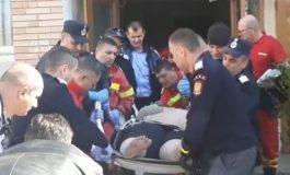 VIDEO ACUM ! 12 pompieri și paramedici,  intervenţie în ajutorul unei femei supraponderale