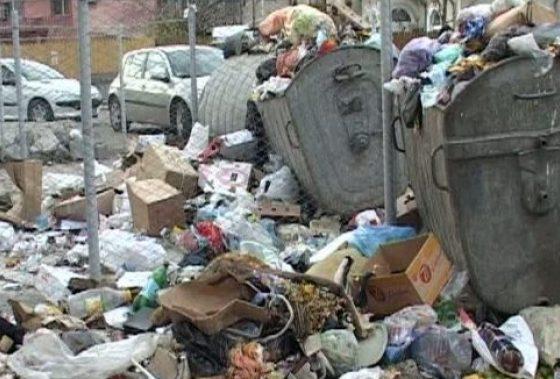 """Prețul gunoiului s-a dublat, oamenii sunt liniștiți: ,,N-a ajuns gunoiul până la gât, ca să protestăm!"""""""