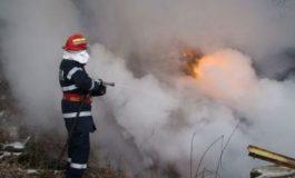 ACUM! Incendiu la Corbeni, pompierii în alerta