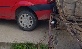 ACUM! Accident in Argeș intre un Logan si o căruță