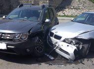 VIDEO Accident cu trei maşini facute țăndări