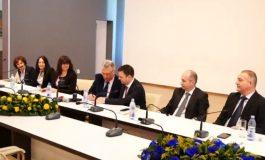 Viceprim-ministrul Daniel Suciu la Curtea de Argeş ! A semnat contractul privind aşa zisa modernizare a transportului din oras