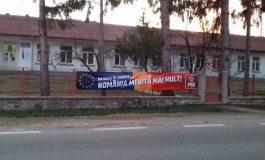 NESIMŢIRE PSD LA AREFU ! Au proptit banerul electoral pe gardul şcolii ! Primarul Stoican deranjat că... l-am deranjat !