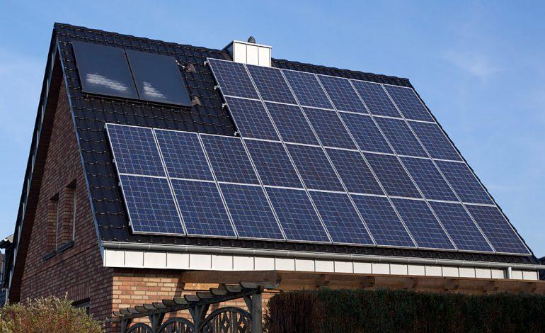 E OFICIAL ! De mâine, puteţi cere 25.000 lei de la stat pentru a vă lua panouri solare electrice