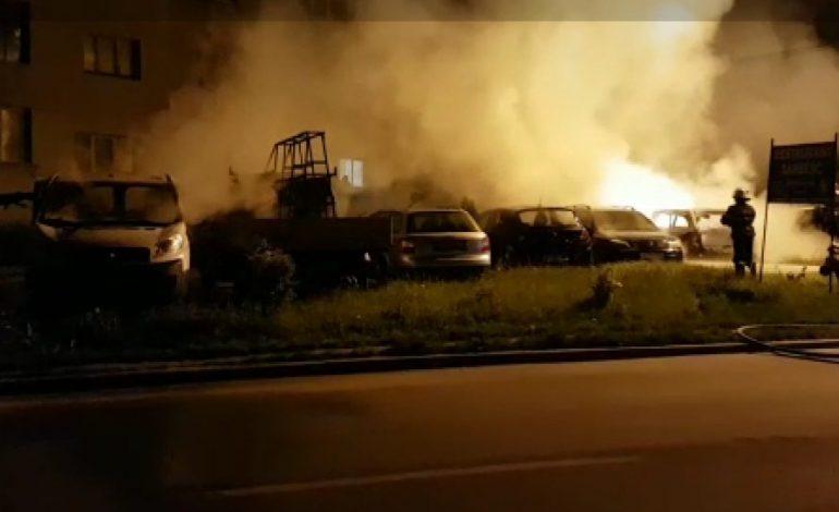 VIDEO! 6 mașini INCENDIATE INCENDIATE la Curtea de Argeș ! Tinta, tanar care lucrează în străinătate