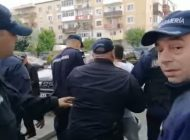 VIDEO ! DRAGNEA IN ARGEŞ: Jandarmii i-au urcat în dubă pe protestatarii paşnici
