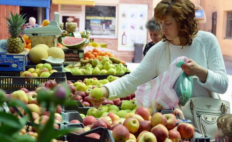 ANPC a dat amenzi de peste 1 milion lei, în urma controalelor la marii comercianţi de legume şi fructe