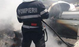 ACUM! Mașină în flăcări, în Argeș