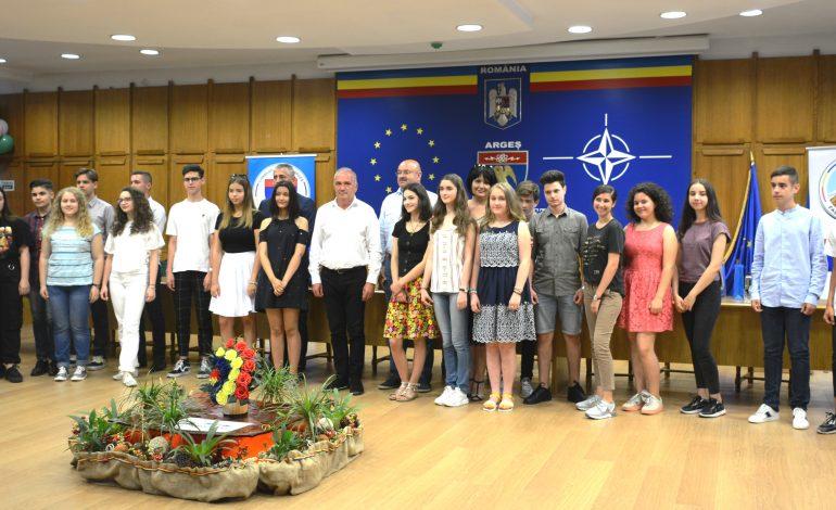 GALERIE FOTO ! Elevii de 10 la Evaluarea Națională, premiați de Consiliul Județean