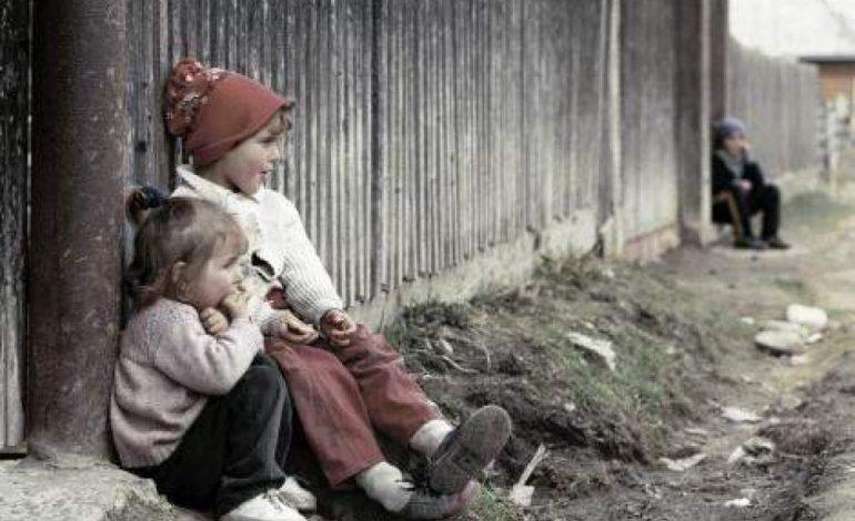 ORFANII ARGEŞULUI! Peste o mie de copii argeşeni lăsaţi în urmă de părinţii plecaţi în străinătate