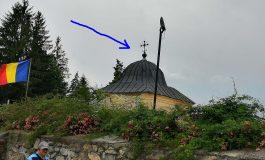 CADE CRUCEA DE LA BISERICA DOMNEASCĂ , cea de lângă clopotniţa fără autorizaţie