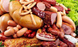 Consumi des mezeluri? Un nutriţionist român îţi spune ce boli rişti