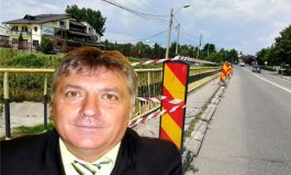 SELFIE CU... PIC   Primare, faci un selfie si aici ? Trotuarul podului de la Lukoil stă să cadă