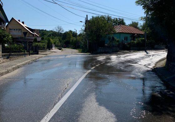 ACUM ! Potop de... nesimţire la Ivancea! O conductă spartă de trei zile a inundat strada - Aquaterm ştie dar n-are chef