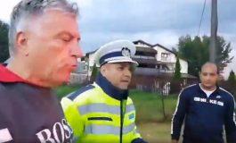 VIDEO ! Ministrul de interne stie ? Ca să blocheze presa în Argeș, șef de Poliție gardă de corp pentru primar PSD ! ATENTAT PERICULOS LA LIBERTATEA PRESEI