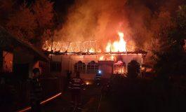 ACUM! Arde o casă în Argeș POMPIERII ÎN ALERTĂ