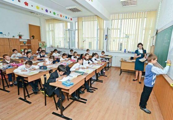 O FI BINE ? Elevii vor sta mai puțin timp în școală, numarul orelor se reduce - VOI CE PĂRERE AVEŢI _