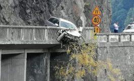 VIDEO și FOTO DE GROAZĂ! Sinucidere la Vidraru !?! A incercat sa plonjeze cu masina in râpă iar apoi s-a aruncat in prăpastie