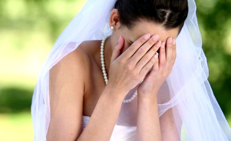 Aseară, bătaie ca-n filme la o nuntă din Curtea de Argeş ! Naşul implicat, mireasa in lacrimi !