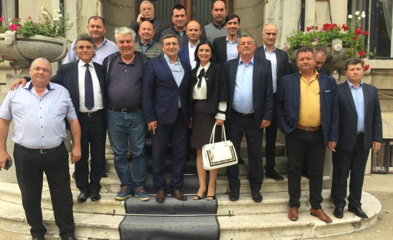 """A EXPLODAT BOMBA ! Primarii liberali au decis: """"De astăzi, Adrian Miuțescu nu mai este Președintele PNL Argeș!"""""""