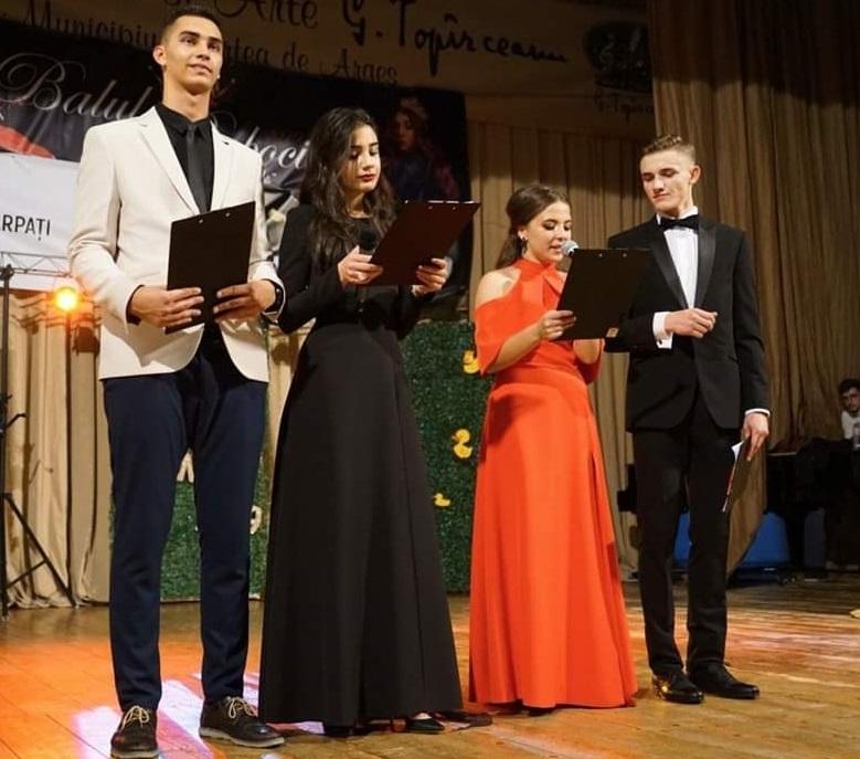 Prezentatorii spectacolului, perechile Daria Belu și Valentin Botezatu și  Lavinia Pletea și Ștefan Papa
